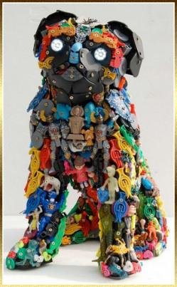 sculpture-en-jouets-recycles-robert-bradford-3.jpg